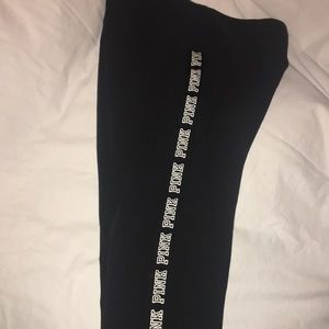 Size L vs pink yoga leggings GUC